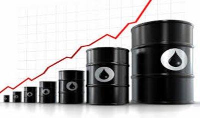 النفط عند أعلى مستوى منذ تشرين الأول الماضي