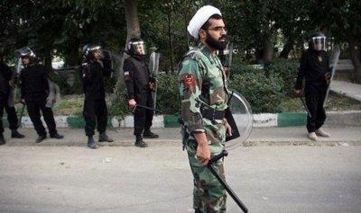 مسلحون يقتلون قائد مقر الباسيج في دارخوين الإيرانية