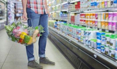 وضع عبوات غذائية مسمَمة في المحلات