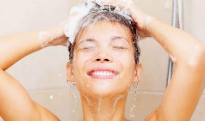 ما الأفضل للصحة… الاستحمام صباحاً أم مساءً؟
