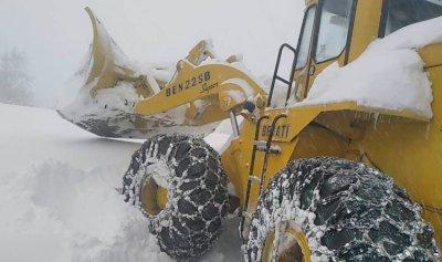 الطرق المقطوعة بالثلوج