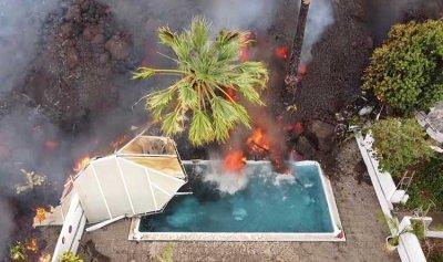 بالفيديو: الحمم البركانية تلتهم المنازل في اسبانيا