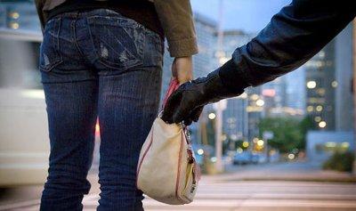 سارق حقائب نسائية وهواتف خلوية في قبضة الأمن