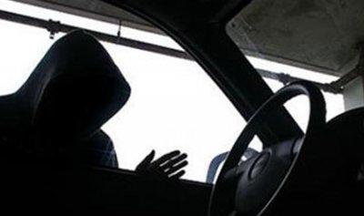 في جديتا.. مجهولون يسلبون سيارة بقوة السلاح