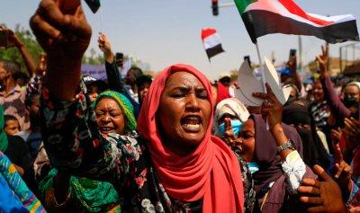 احتجاجات حاشدة تطالب بحكم مدني في السودان