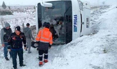 وفاة سائح روسي وإصابة 26 بحادث حافلة في تركيا