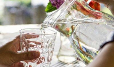 كم يحتاج جسمك من الماء كحد أقصى؟