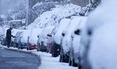 العاصفة تقفل الطرقات الجبلية بالثلوج