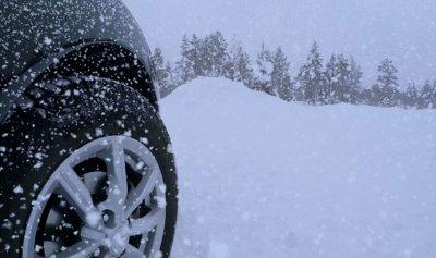 سحب سيارتين من الثلوج في ارز جاج