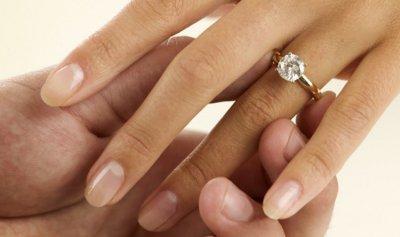 عوامل غريبة تحدد كيفية ومدى الانجذاب بين الزوجين
