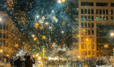 بالصور: بيروت تثور وكأنها تحتفل