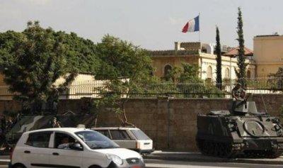 """السفارة الفرنسية: على الحكومة الجديدة اتخاذ """"إجراءات طوارئ"""""""