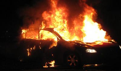 حادث سير عند مثلث خلدة واشتعال النيران بسيارة