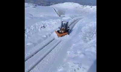 فتح الطرق المقطوعة بالثلج في عكار
