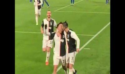 بالفيديو والصورة: رونالدو يقبّل ديبالا على فمه