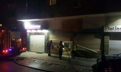 بالصور: حريق داخل محل في رأس الدكوانة
