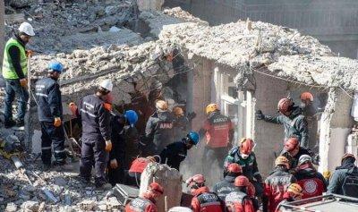 تركيا توقف البحث عن ناجين والضحايا 41