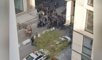 """لبنان اليوم: عزل بيروت الثائرة لمناقشة """"بدعة مدسترة"""""""