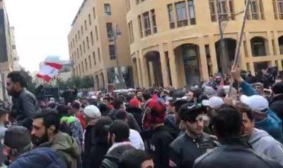 قوى الأمن للمتظاهرين السلميين: ابتعدوا عن البرلمان