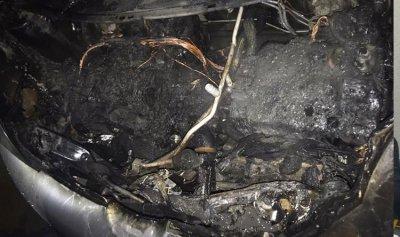بالصورة: حريق داخل سيارة في الكحالة
