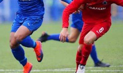 بالفيديو: لاعب إنكليزي ينال 3 بطاقات في 12 ثانية