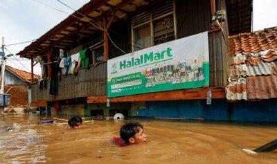 9 قتلى بانهيار جسر للمشاة في إندونيسيا