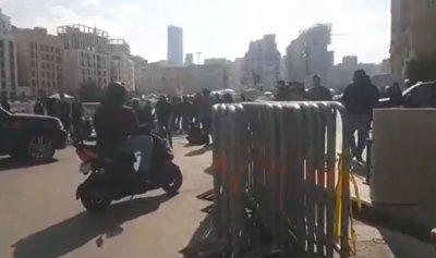 بالفيديو: الثوار أقفلوا الطريق أمام مبنى النهار
