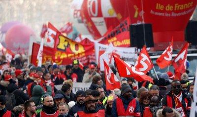 40 ألف شخص في تظاهرة نظمتها النقابات في باريس