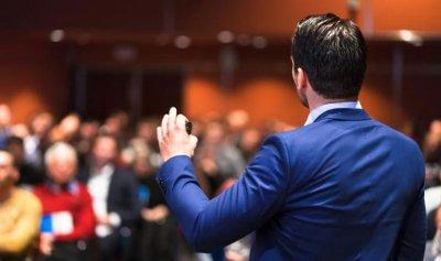 5 طرق لتحسين الإلقاء أمام الجمهور