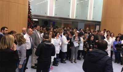 بالفيديو: طاقم مستشفى الروم يثور
