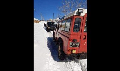 إنقاذ عائلة احتجزتها الثلوج في قرطبا