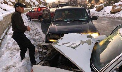 جريح بحادث سير نتيجة الجليد في بلدة فنيدق
