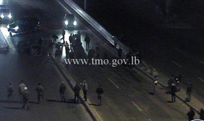 بالصورة: محتجون يقطعون جسر الرينغ