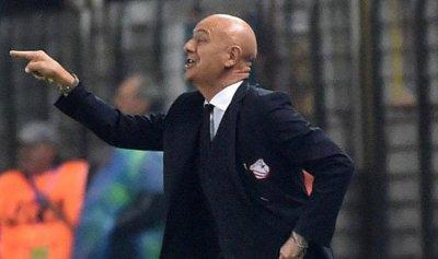 """""""كورونا"""" يطيح أول مدرب كرة قدم في أوروبا"""