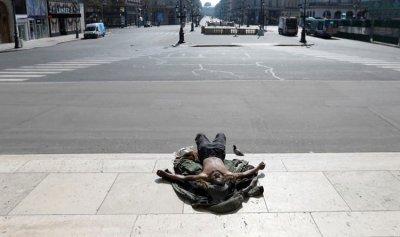 بالصور: 33 ألفا تحت التراب و700 ألف إصابة بالعالم