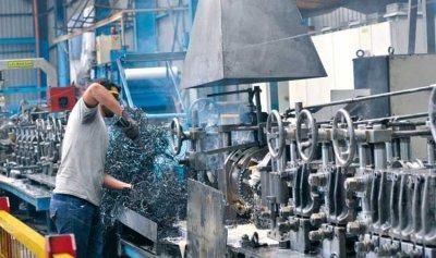 """بين """"الصناعة"""" والصناعيين… أُطرد عاملاً نُقفل مصنعاً"""