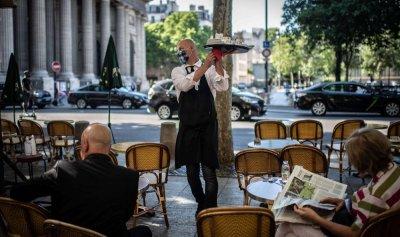 """الفرنسيون يستعيدون مقاهيهم من """"كورونا"""""""