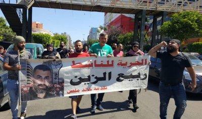 بالصورة: الثوار أمام قصر العدل في طرابلس