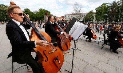 400 فرقة موسيقية تجوب شوارع ليتوانيا
