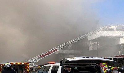 بالفيديو والصورة – حريق في سفينة تابعة للبحرية الأميركية في سان دييغو
