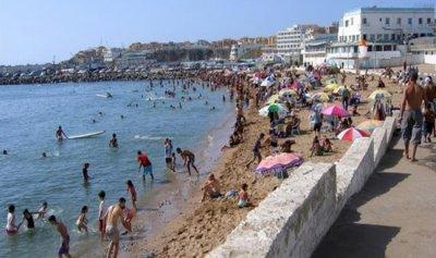 إعادة فتح الشواطئ والمقاهي والمساجد في الجزائر