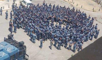 بالفيديو: حشود من مكافحة الشغب لمواجهة التظاهرة