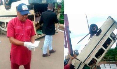 مقتل 15 شخصاً بسقوط حافلة في نيجيريا