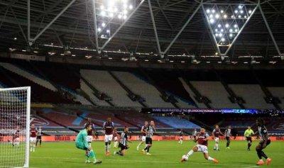 قرار حكومي يحزن عشاق الكرة البريطانية