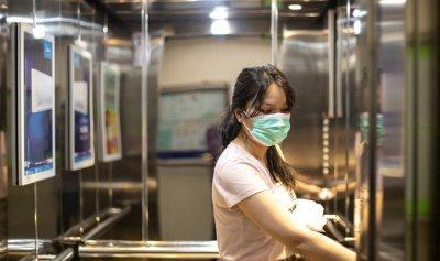 """بالفيديو: احذروا """"كورونا"""" في المصعد"""