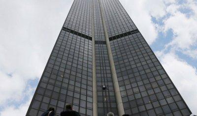 """بالفيديو: القبض على """"سبايدرمان"""" في باريس"""