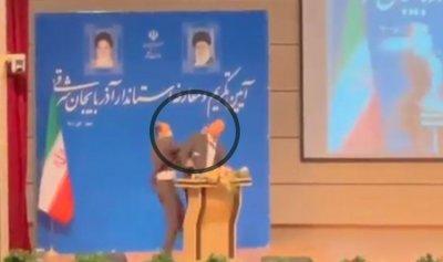 بالفيديو: حاكم محافظة إيرانية يتلقى صفعة خلال تنصيبه