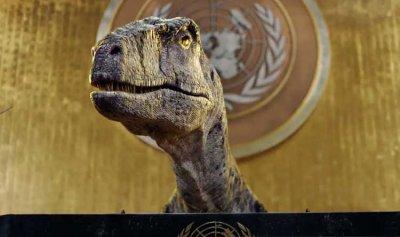 بالفيديو: ديناصور يقتحم قاعة الجمعية العامة للأمم المتحدة