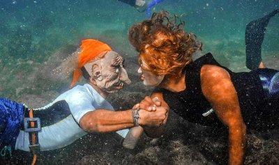 """بالصور: لبنانيون يحتفلون بالـ""""هالووين"""" تحت المياه"""