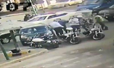 بالفيديو: حقيقة ما حصل مع أحد المحامين على حاجز قوى الامن